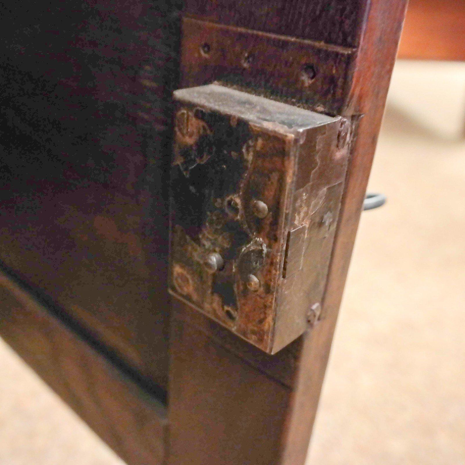 Engelse 18e eeuwse kast met vier deuren